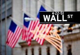 美股三大股指26日上涨  纽约证券交易所交易大厅于26日部分恢复开放