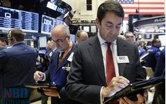 美股三大指数周二收盘涨跌不一,道琼斯指数从纪录高位回落